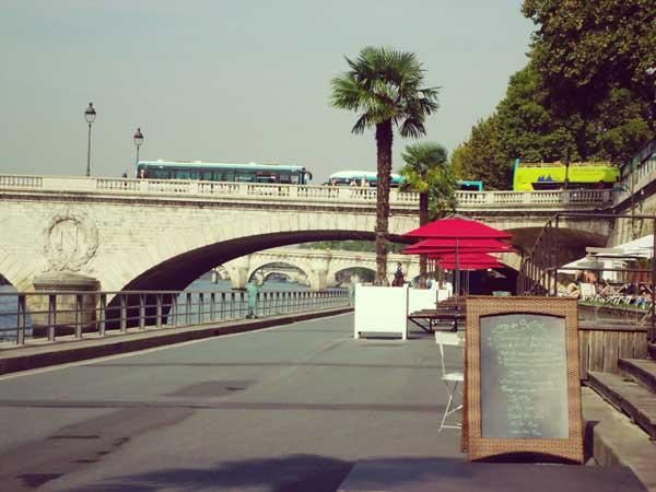 両替橋とノートル・ダム橋の間のカフェ