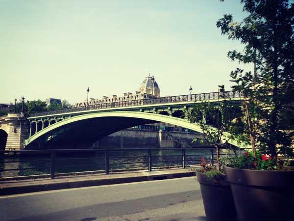ダルコール橋越しのノートルダム大聖堂