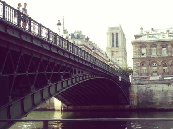 下から撮ったダルコール橋