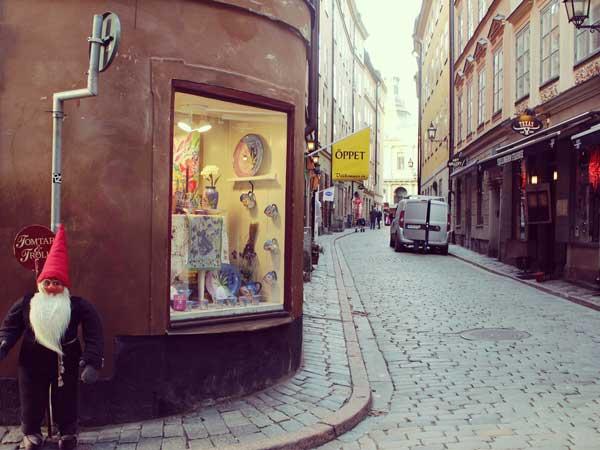 クリスマスの飾り付をした旧市街の店