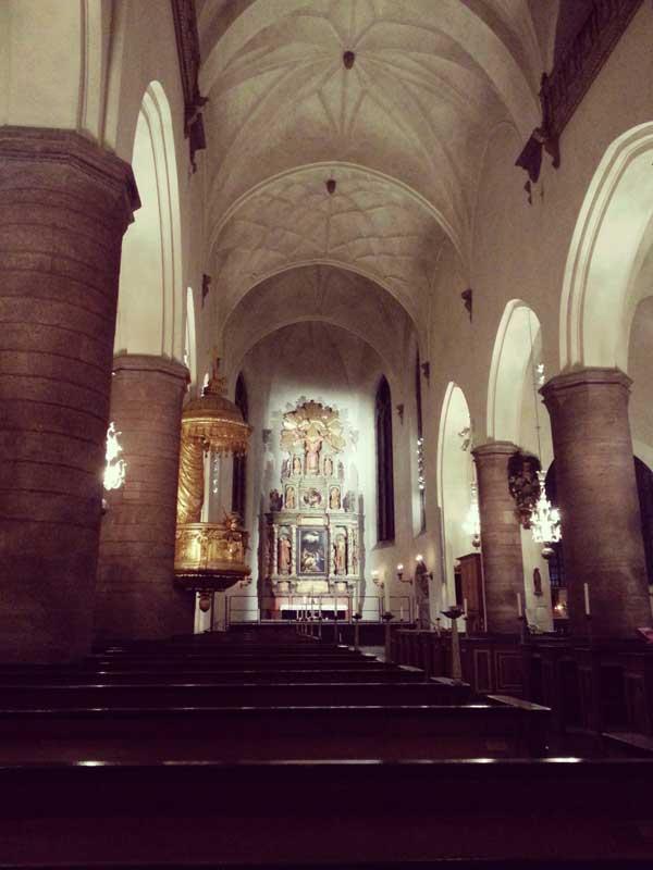 静かな聖ヤコブ教会内