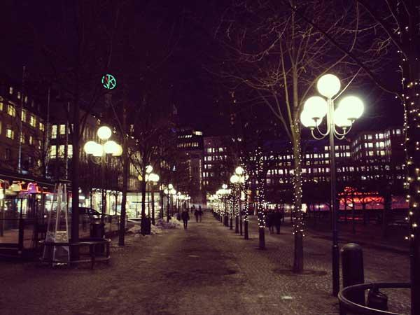 街灯りが美しいNKデパートの周辺
