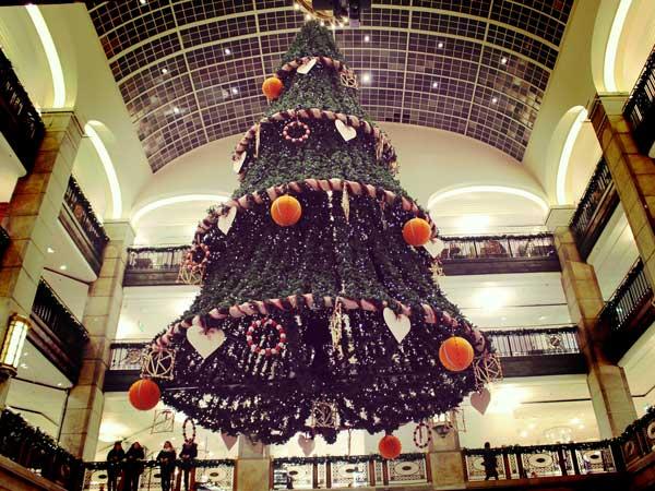 NKデパートに飾られたクリスマスツリー