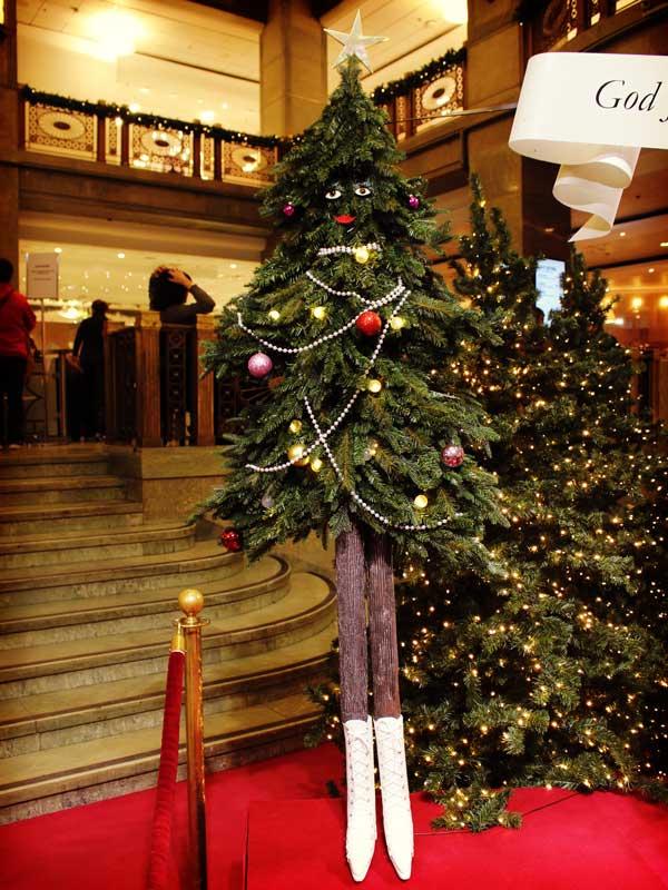 NKデパート内の美脚クリスマスツリー