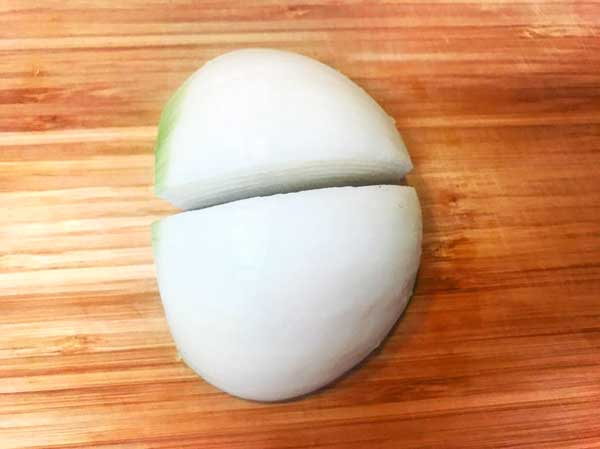かぼちゃグラタンに使用する玉ねぎを切った状態