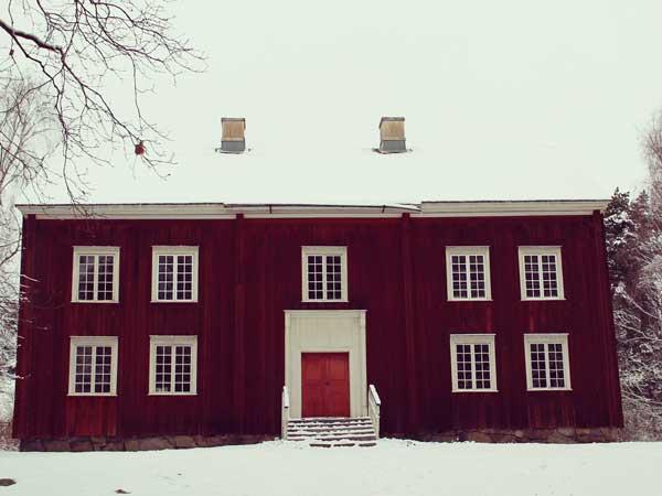 田舎で遭遇しそうなレトロな建物