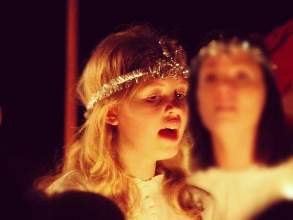 サンタルチアを歌う素敵な女性