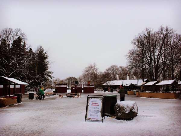 誰も居ないクリスマスマーケットの会場