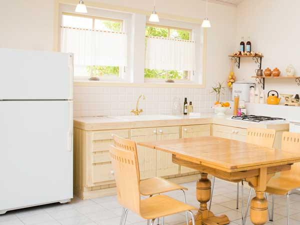 キッチンに置いてある冷蔵庫