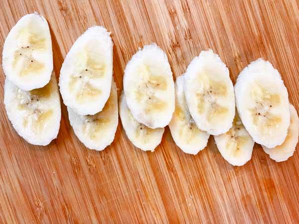 薄くスライスしたバナナ