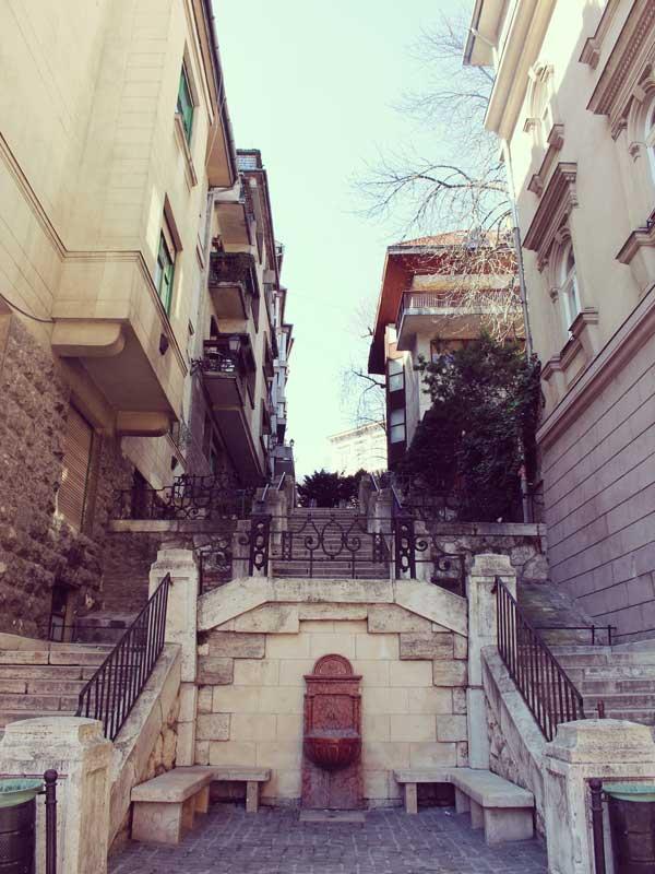 歴史を感じるお洒落なブダペストの街中