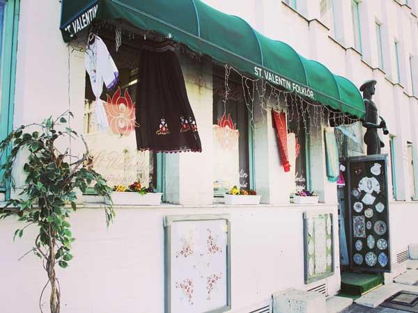 可愛いハンガリーの工芸品を取り扱う雑貨店