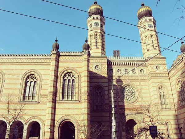 ブダペストのドハーニ通りに建つシナゴーク