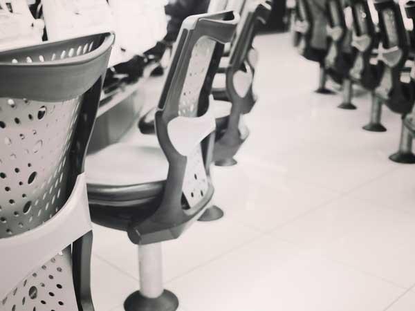 パチンコ店の椅子