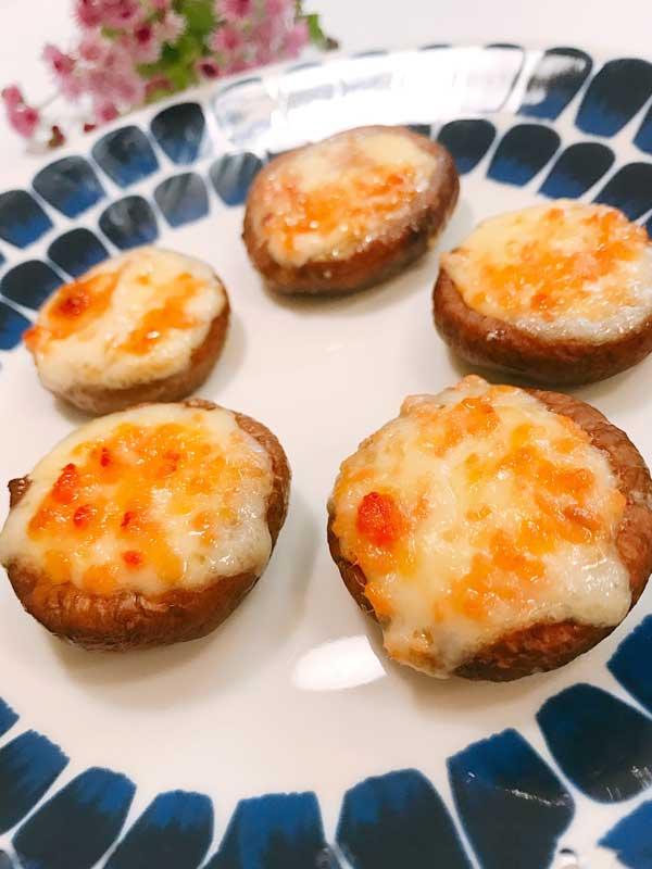 完成した香ばしいシイタケと鮭のマヨネーズ焼き