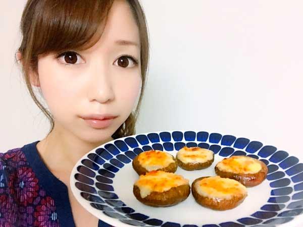 しいたけ焼きレシを紹介する料理研究家の伊賀るり子