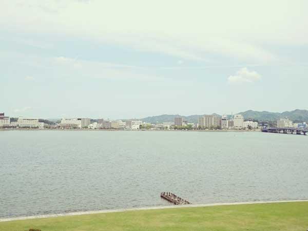 島根県立美術館の前から眺めた宍道湖畔