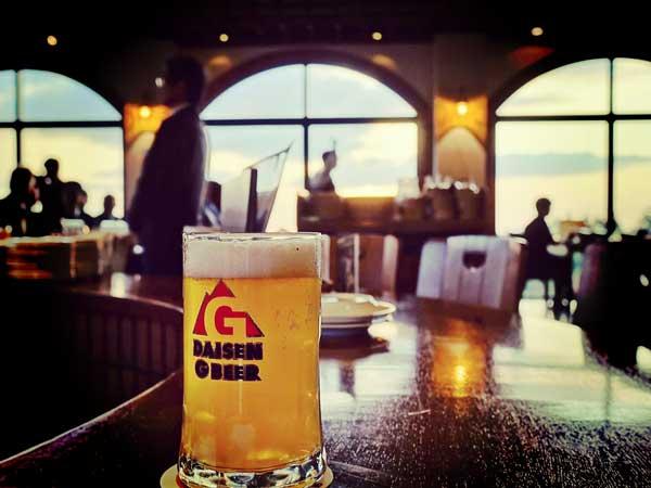 ビアホフ ガンバリウスの店内と地ビール
