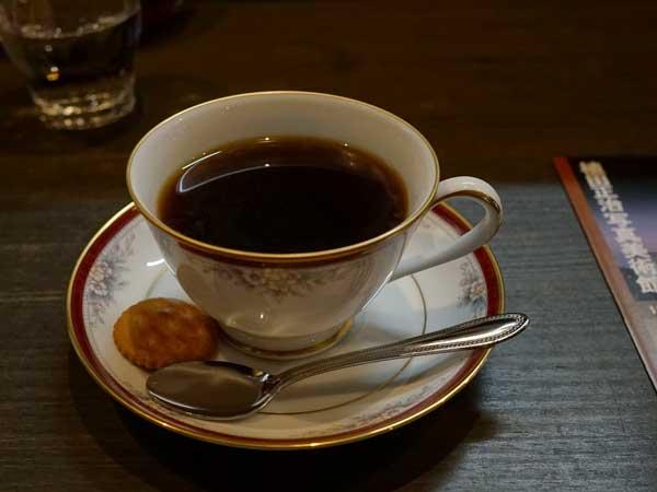 塩谷定好写真館のカフェの珈琲