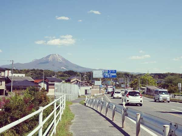 晴天に恵まれバスからクッキリ観えた大山