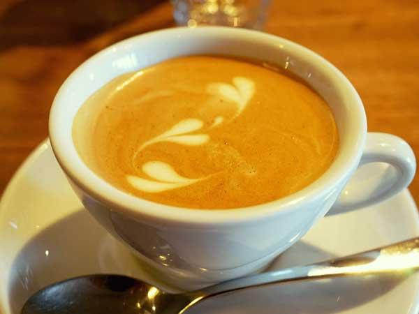 バールパッセジャータで飲んだカフェラテ