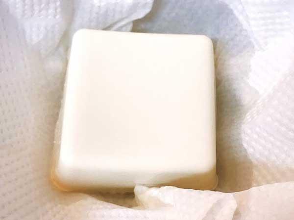 水抜きする前の絹ごし豆腐