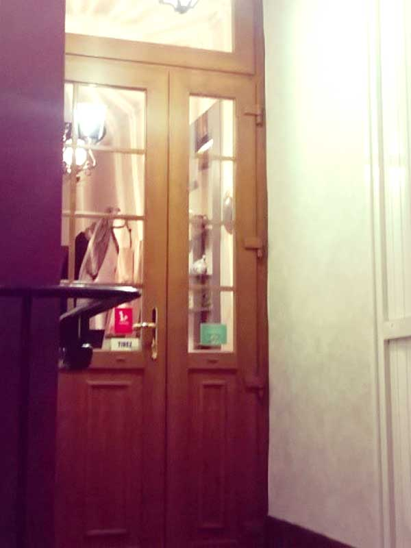 フランスのレストランの入り口