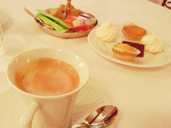フレンチレストランで食べた珈琲とデザート