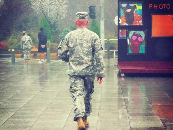 イテウォンの街を歩く米兵