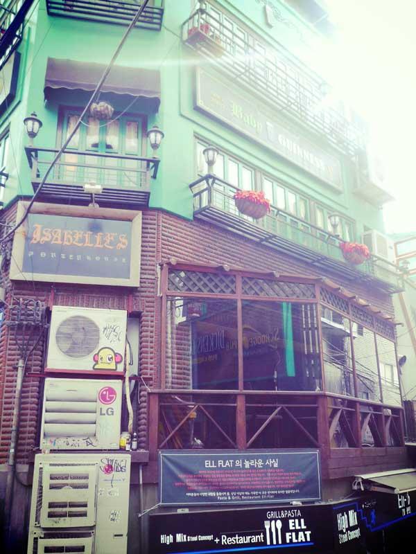 イテウォンのレトロな外観の飲食店