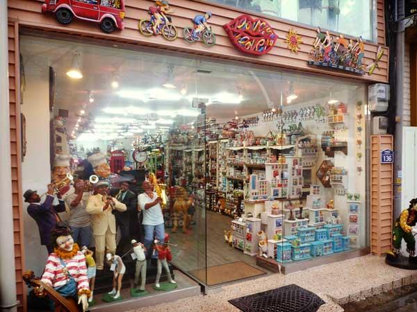 梨泰院の雑貨屋の店頭