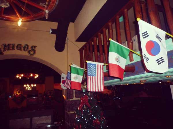 メキシカンレストランの店内で見つけた国旗