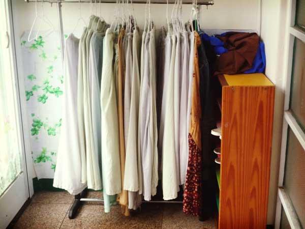 モスクが運営する学校で貸出しているロングスカート