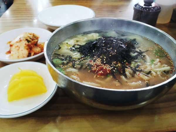 寒い時に食べたい熱々のスープが旨いカルグクス