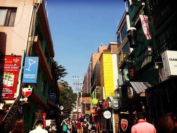 韓国旅行の拠点に選んだ梨泰院の街