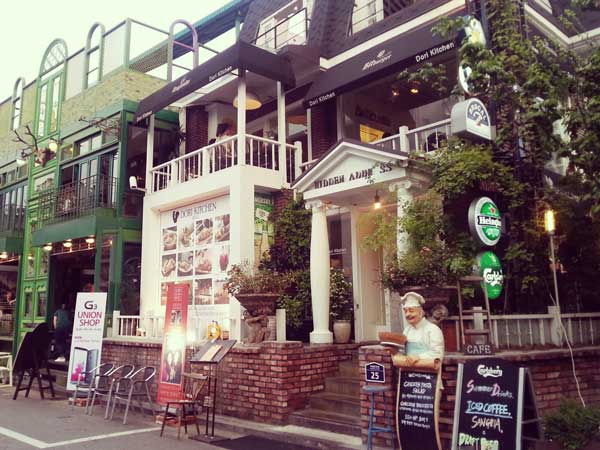 グローバルフード通りのお洒落なカフェ