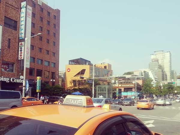 梨泰院のハミルトンホテル前の通りの様子