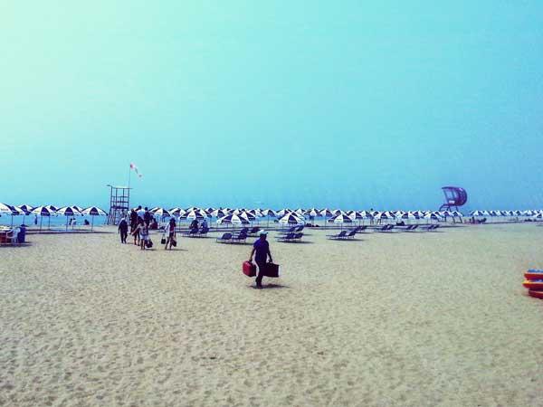 青空の海雲台の浜辺