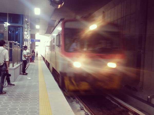 海雲台駅に到着したムングファ号