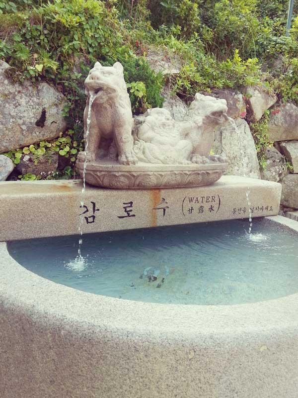 石窟庵の甘露水