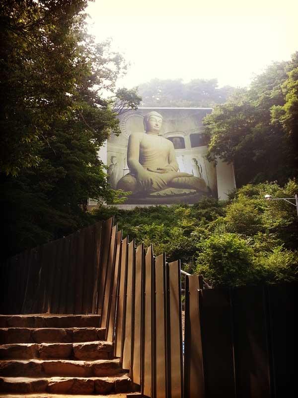 石窟庵にあった大きな仏像写真