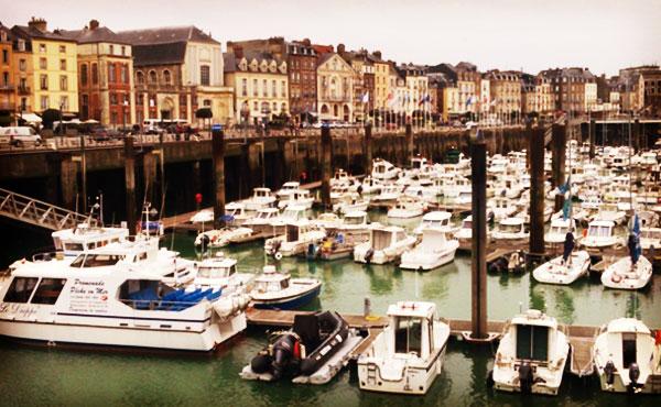 パリから2時間の街ディエップ観光記・17世紀から続く魚市もあった