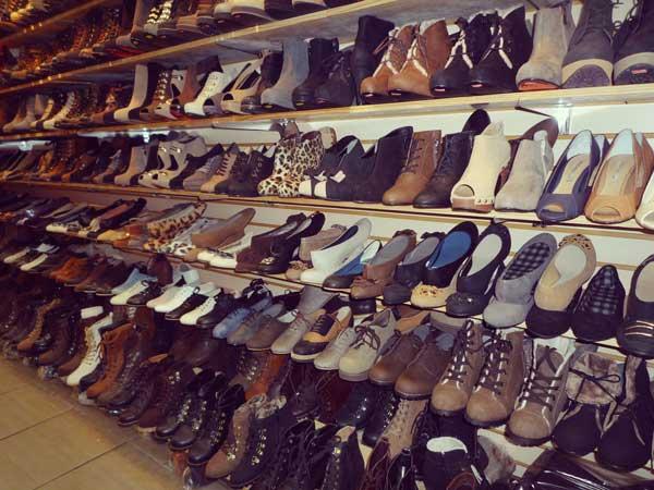 梨大エリアの店で豊富に揃う靴