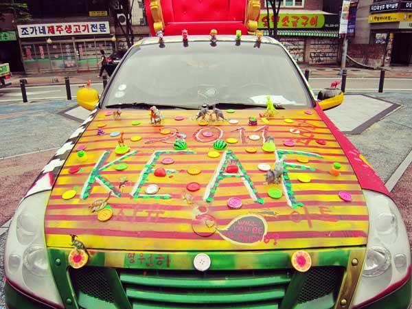 韓国弘大で発見した奇抜なペイントを施した車