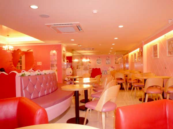 ピンク一色の韓国弘大のキティカフェ店内