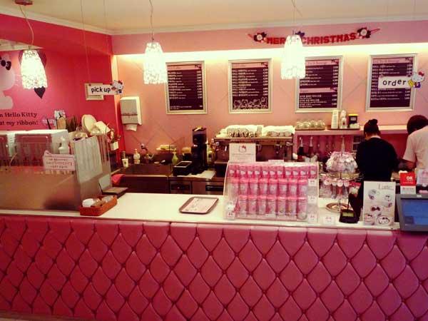 韓国弘大にある世界中で女性のハートをくすぐるキティカフェ