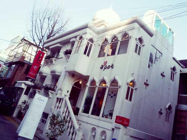 ロシア風の屋根が特徴的な韓国ホンデの街で発見した店
