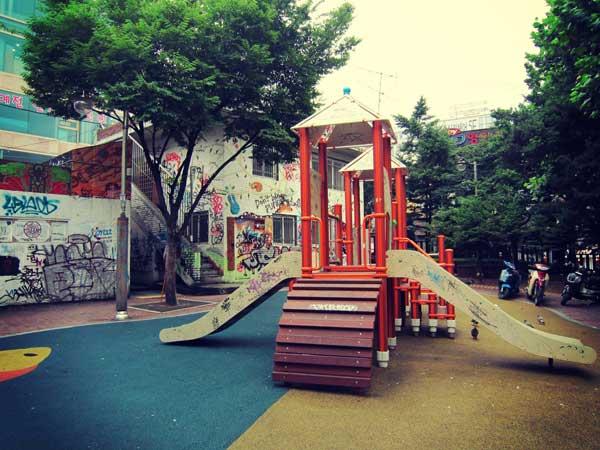 韓国ドラマに頻繁に登場する弘益公園