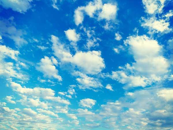 晴れの日の青空
