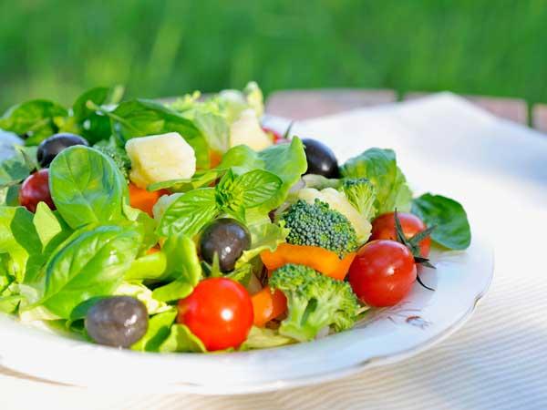 イタリア料理のサラダ